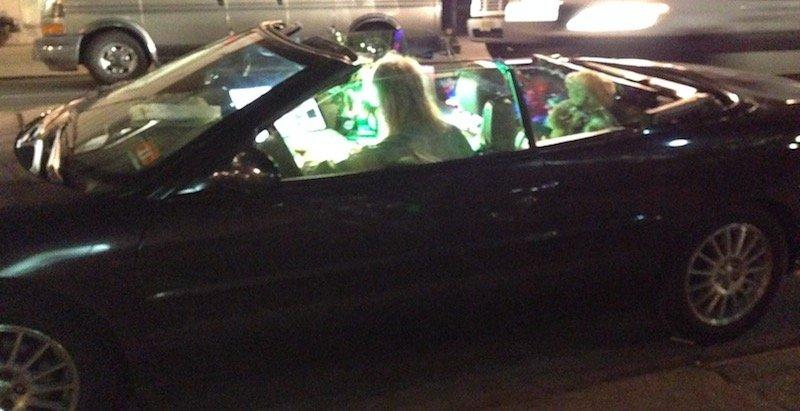 Pourquoi aller en club alors qu'on peut aussi bien faire la fête dans sa voiture ?