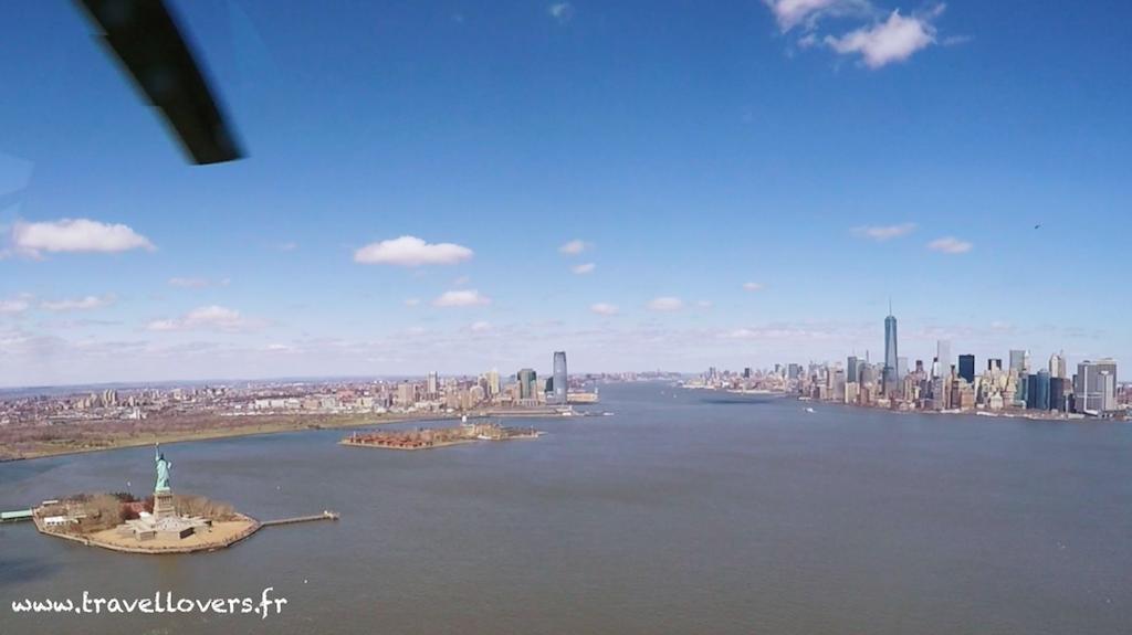 helicoptere-new-york-statue-de-la-liberte